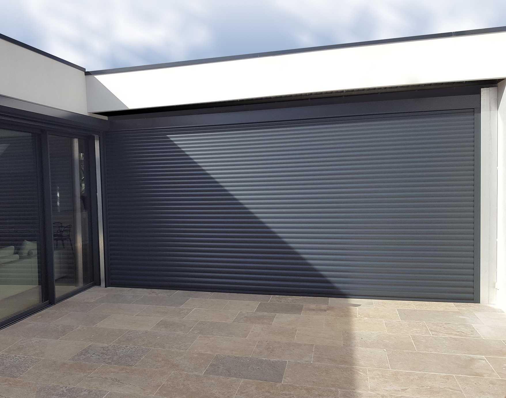 volet roulant grande hauteur stunning aluminium baie vitre aluminium with volet roulant grande. Black Bedroom Furniture Sets. Home Design Ideas