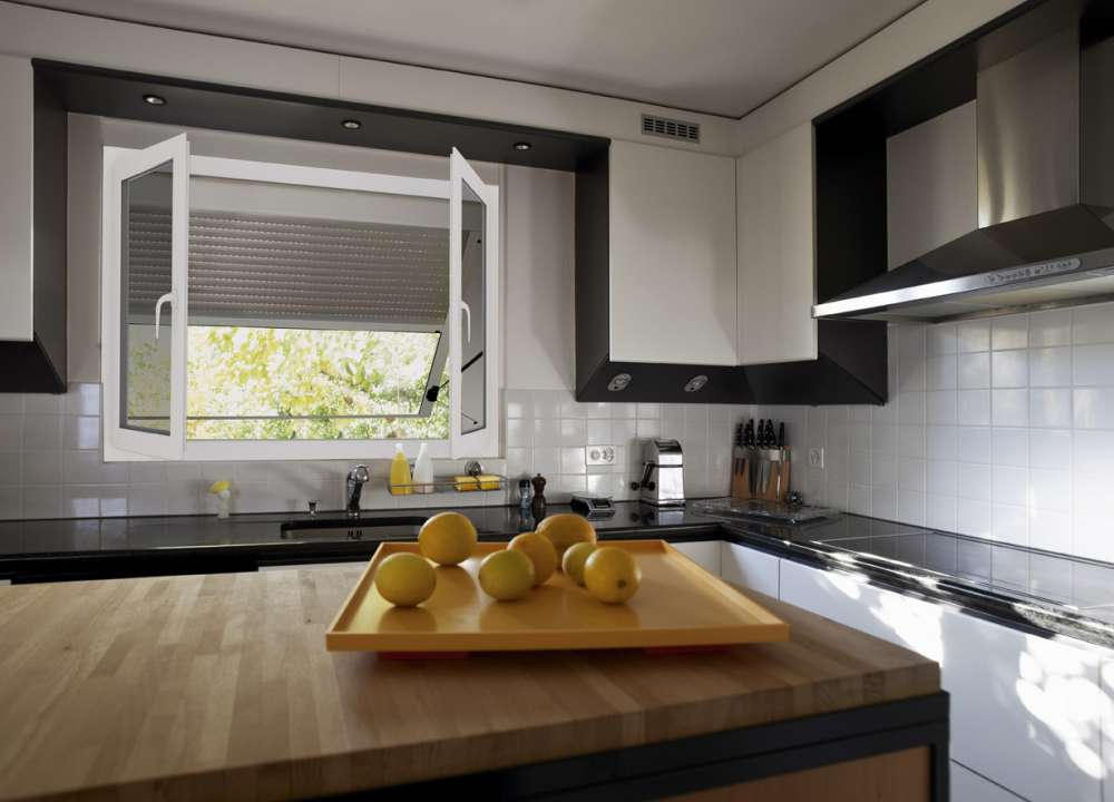 Volets roulants en aluminium à projection électrique Lucé